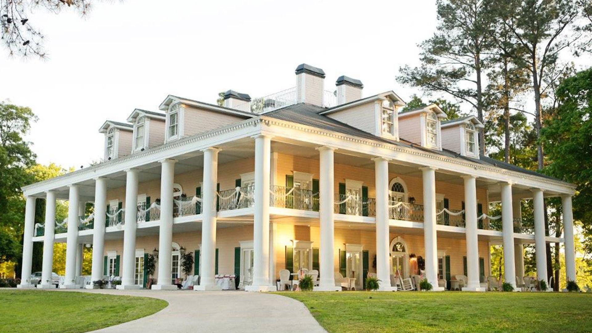Petite Weddings at Birmingham Antebellum Wedding Venue - Oak Island Mansion in Wilsonville